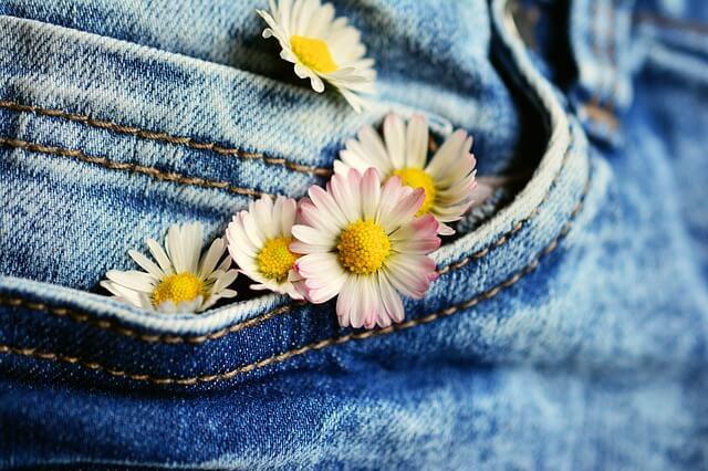 Seriál recyklujeme: dajte Vaším starým džínsom nový život